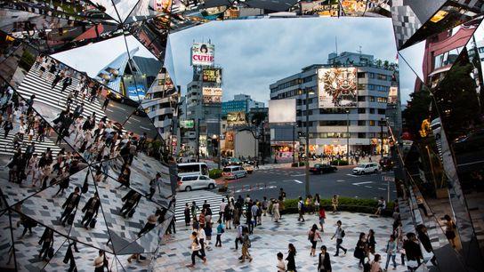 L'ingénieux vitrage du centre commercial Tokyu Plaza dévoile l'avenue Omotesandō et le quartier de Harajuku sous ...