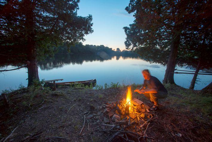 Pagayer sur l'intégralité du Northern Forest Canoe Trail peut prendre un à deux mois.