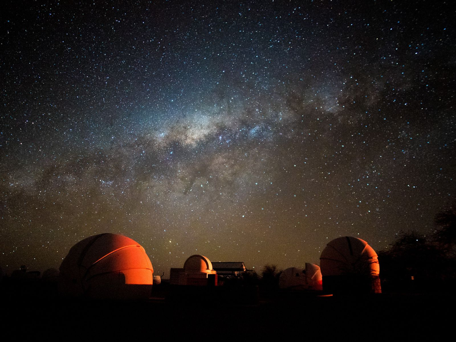 Dans la région d'Atacama, au Chili, connue pour son absence de pollution lumineuse et son ciel ...