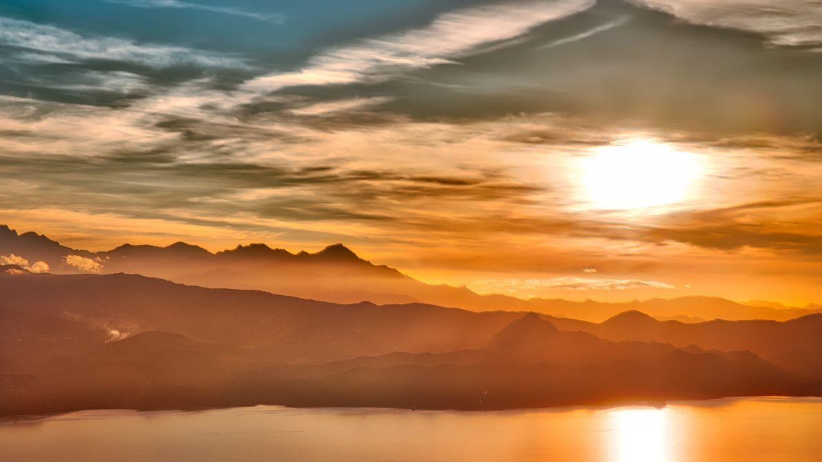 2016 - HDR Landscape - Coucher de soleil corse Boitier : Canon 6D Infos : ISO 100, 105mm, ...