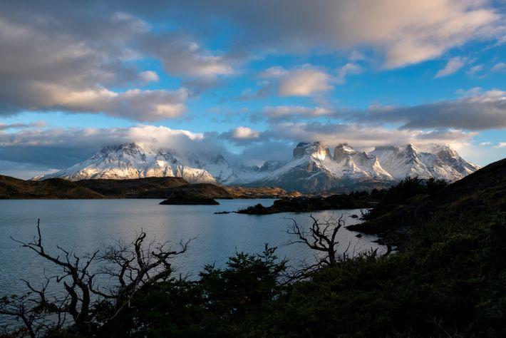 Les visiteurs du parc national Torres del Paine comprendront pourquoi le nom du massif se traduit ...