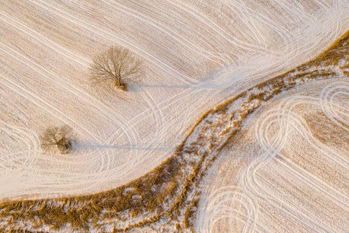 Le photographe drone Caleb Kenna ne se lasse jamais de la campagne qui entoure la ville ...