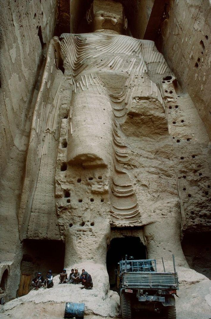 Lorsque le photographe Pascal Maitre s'est rendu dans la vallée de Bâmiyân en 1996, les Bouddhas avaient déjà ...