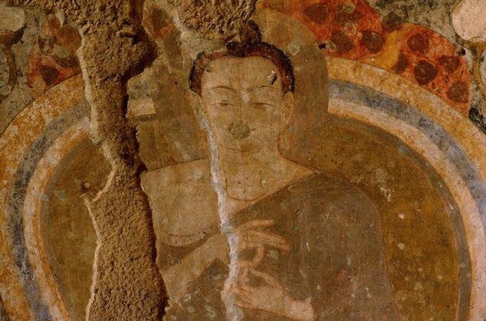 Cette peinture murale, réalisée dans une grotte située non loin des Bouddhas de Bâmiyân, date de ...