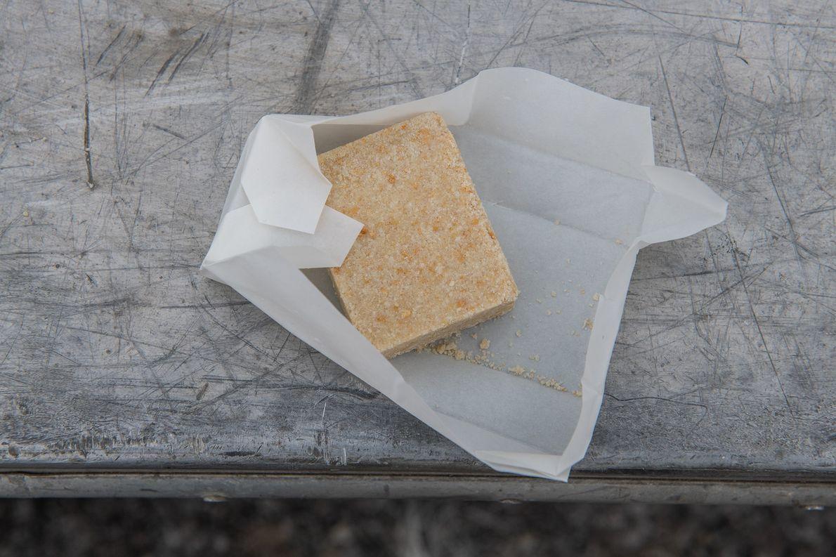 Chaque canot de sauvetage est muni de ces barres alimentaires composée de graisse, de blé et ...