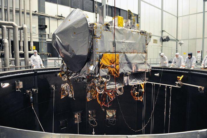 Le 11 février 2016, la sonde OSIRIS-REx a fait l'objet d'un test environnemental dans une chambre à vide ...