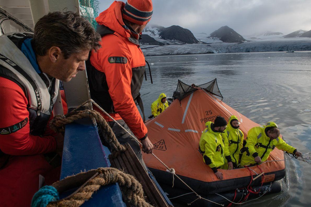 Les participants à l'expédition MOSAiC pouvaient se porter volontaires pour suivre un cours exigeant de survie ...