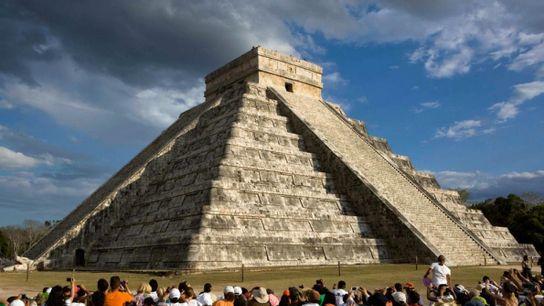 Construite pour inspirer l'admiration, la pyramide connue sous le nom d'El Castillo est devenue l'icône imposante ...