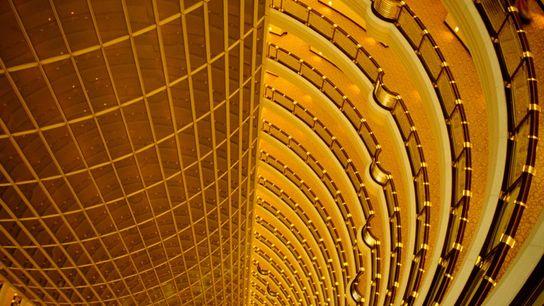 Les étages supérieurs de la Tour Jinmao de 88 étages, à Shanghai, offrent une vue vertigineuse sur ...