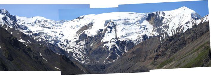 Le glacier Flat Creek occupait autrefois le creux du côté gauche de l'image.