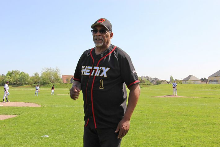 Melvin McNair, ex Black Panther exilé en Normandie, dans le club de baseball « Les Phénix de ...