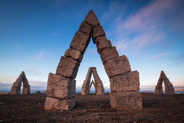 S'inspirant du site anglais de Stonehenge, l'Arctic Henge est un cadran solaire massif en cours de construction. ...