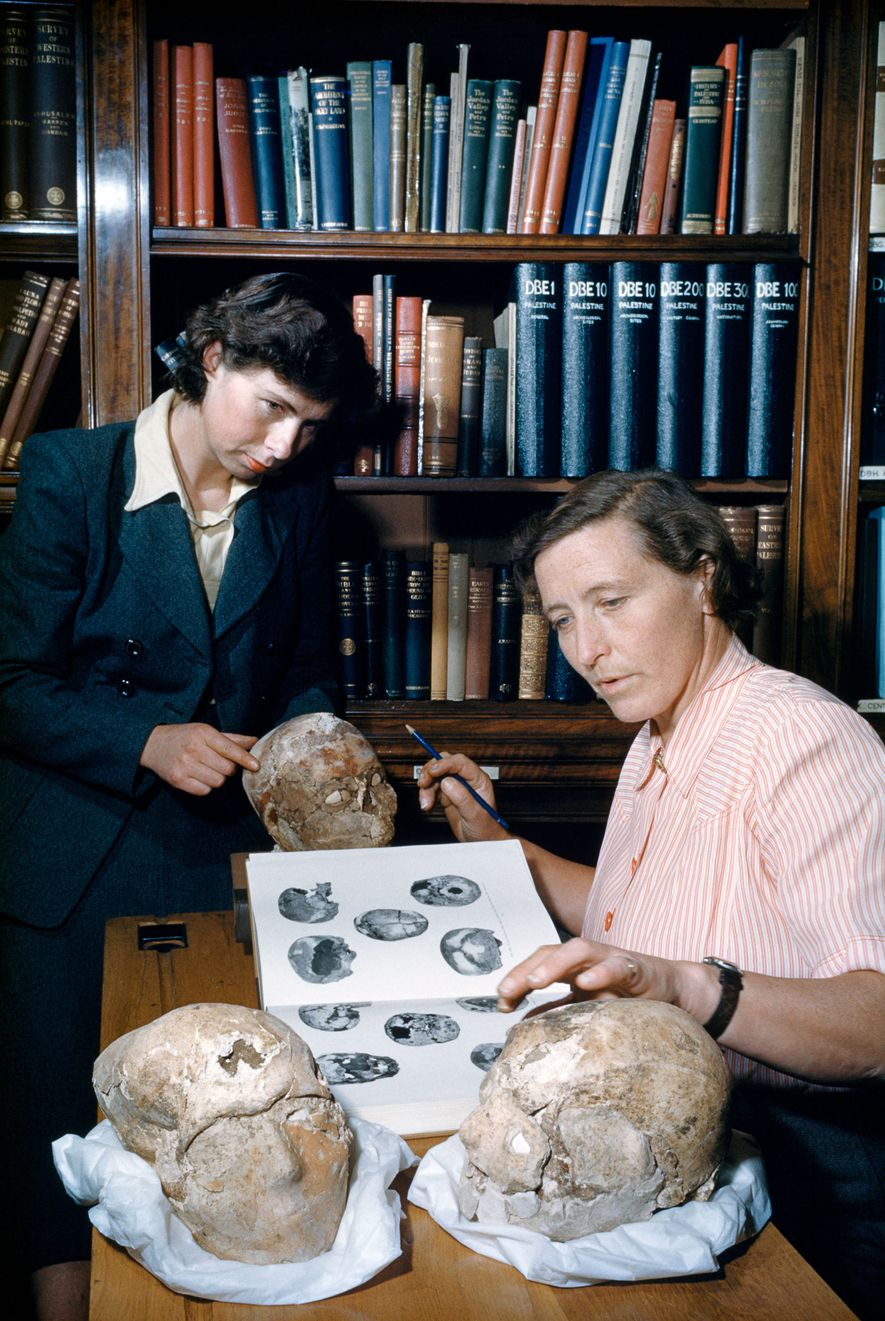 Autre phénomène qui apparaît dans le néolithique est le plâtrage des crânes humains. Sur cette photo ...