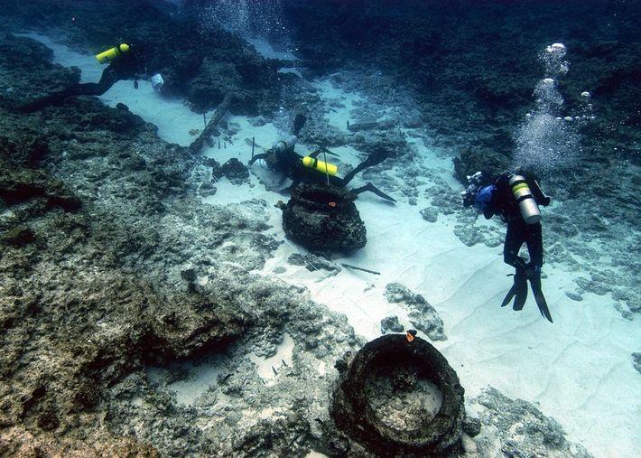Le site du naufrage d'un autre baleinier, The Pearl, est vu dans les atolls hawaïens en ...