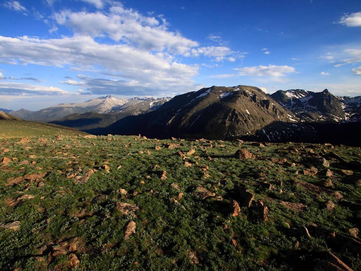 4. LES ROCHEUSES  Avec ses 150 lacs, ses 700 km de cours d'eau, ses écosystèmes variés allant ...