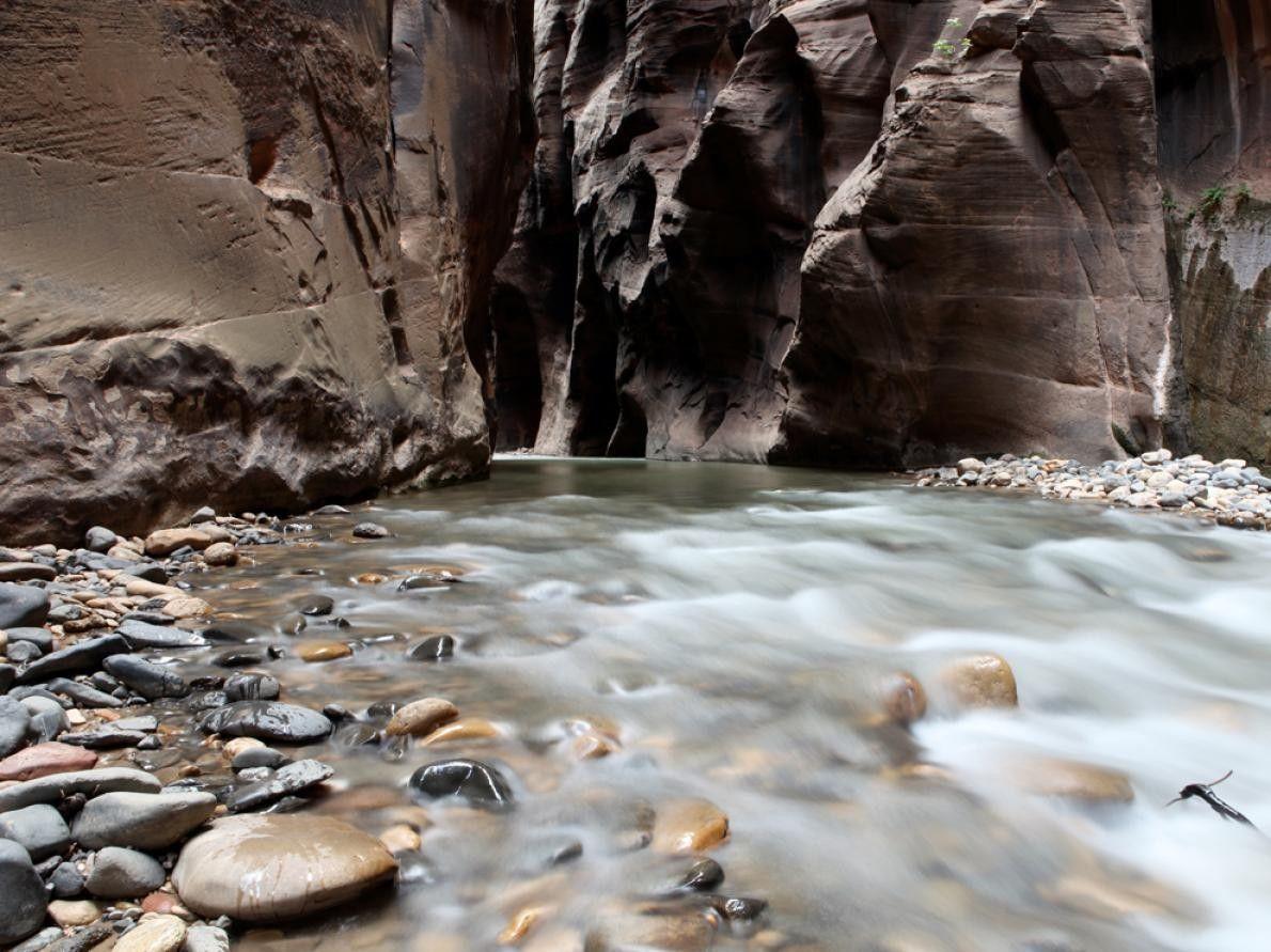 3. LE PARC NATIONAL DE ZION  Prenant sa source dans les hauts plateaux de l'Utah et terminant ...