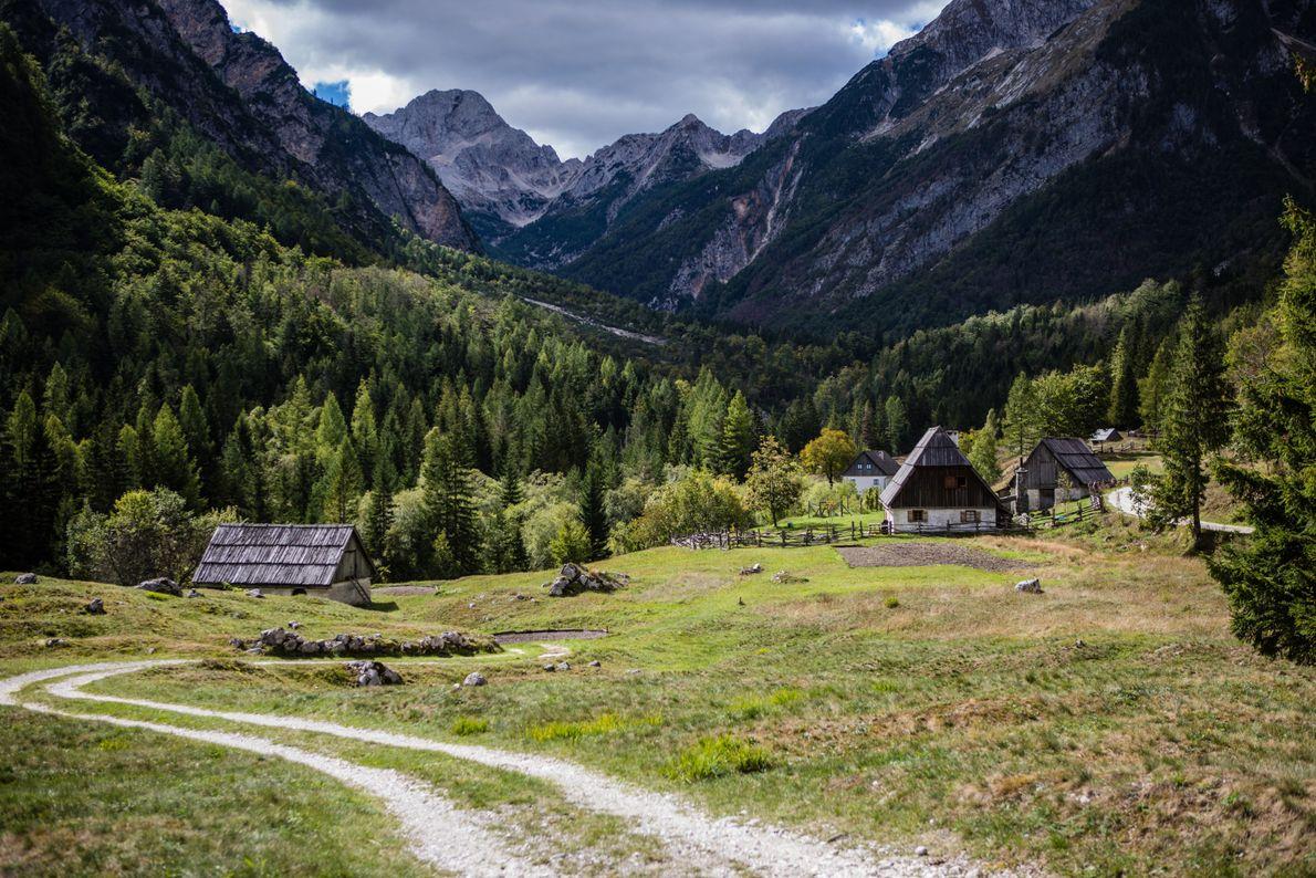 Trenta est célèbre pour ses maisons traditionnelles aux toits en bois.