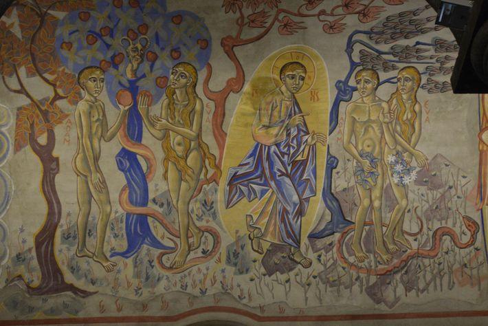 Représentation de Adam et Ève dans l'église Sainte-Anne à Châtel-Guyon, France.