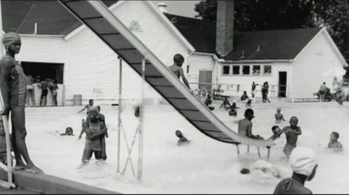 Piscine réservée aux Noirs pendant la ségrégation raciale aux États-Unis.