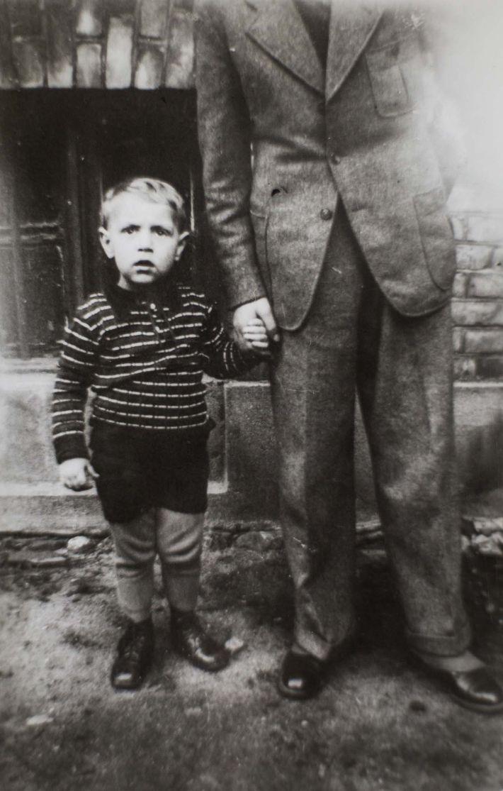 Né en 1936, Reinhard avait trois ans lorsque la guerre a éclaté.