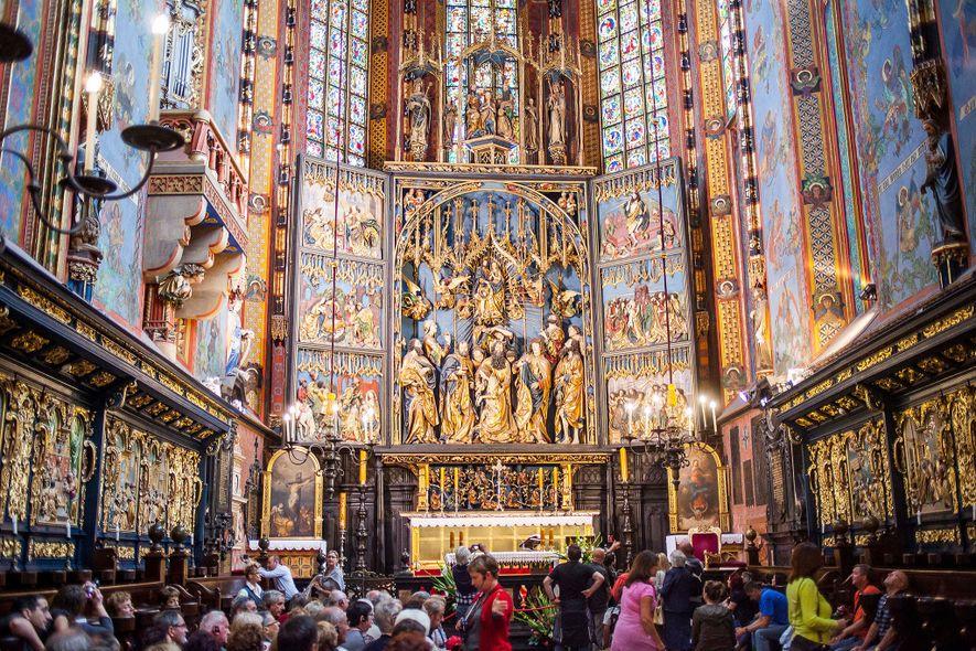 L'une des attractions phares de la vieille ville est l'imposante basilique Sainte-Marie construite au 14e siècle.
