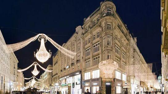 La période de l'Avent fait ressortir le côté romantique de Vienne : des guirlandes d'ampoules se ...