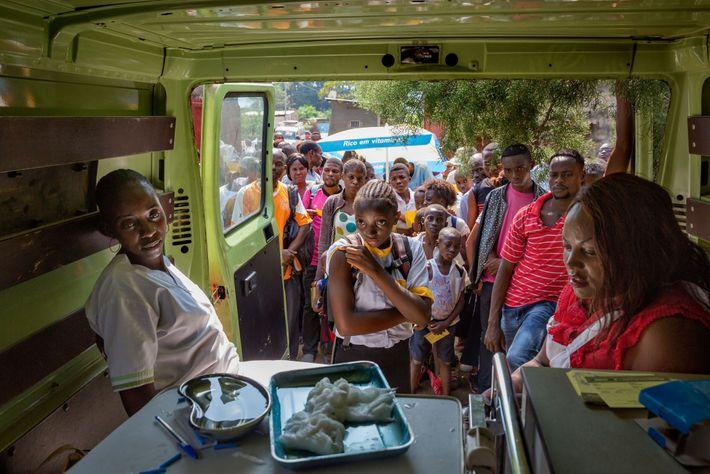 En 2016, alors qu'une épidémie de fièvre jaune se propage depuis l'Angola voisin et que les ...