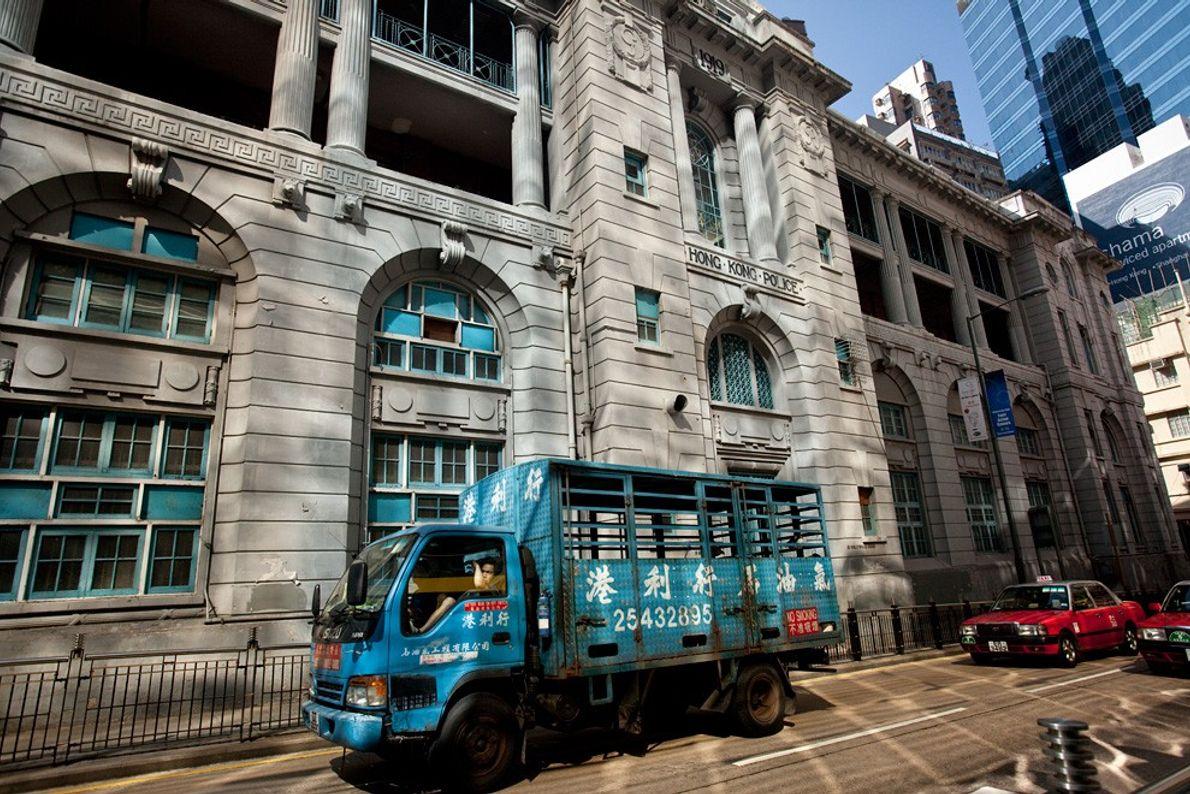 Le camion bleu, Hong Kong - Lumière de mi-journée : en ville