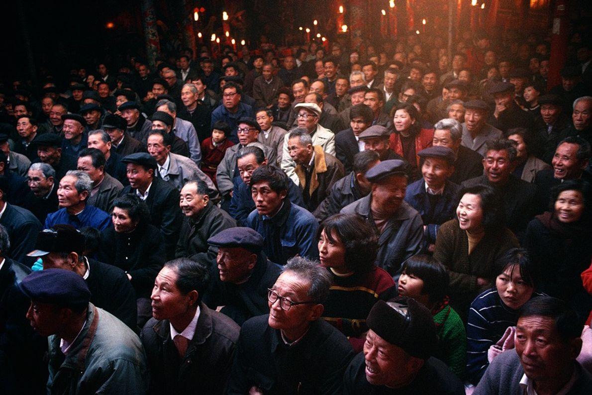 Public d'opéra ambulant, Chine - Éclairage naturel par le haut