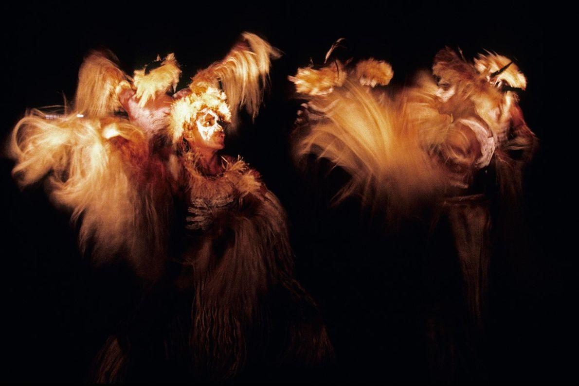 Danceurs tribaux, Samoa occidentales - Sources de lumière créatives