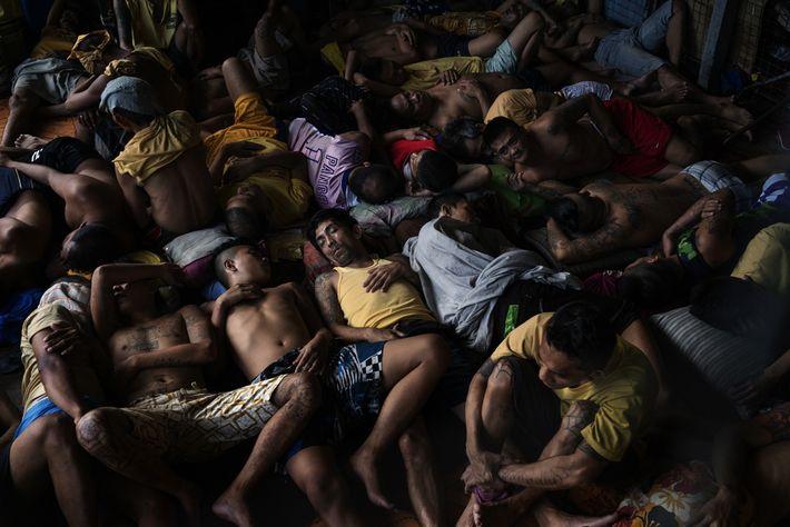Dans la prison surpeuplée de Quezon, aux Philippines, 2 072 des 3 036 détenus sont emprisonnés ...