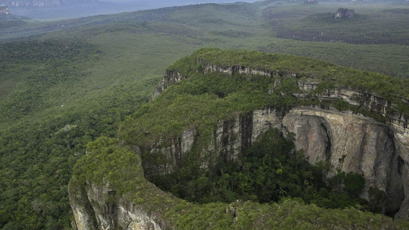 Dans le parc de Chiribiquete en Amazonie colombienne émergent des centaines de formations rocheuses, appelées tepuyes, ...