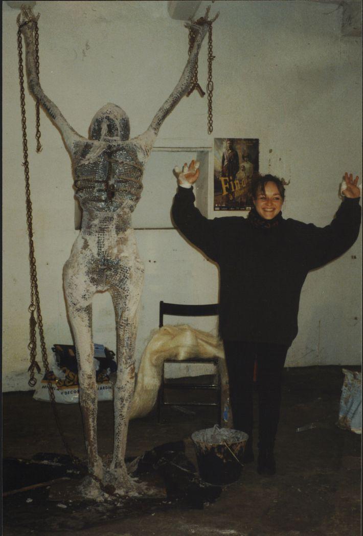En 1998, l'association Mémoire de l'Outre-mer dévoile à Nantes une statue d'un esclave brisant ses chaînes ...