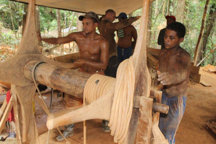 Treuil (gangorra) utilisé dans des chantiers primaires (puits).