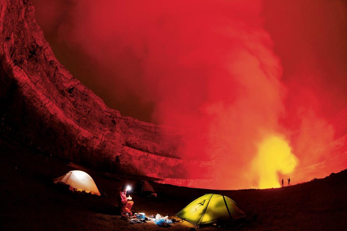 Au bord du cratère du volcan Nyiragongo