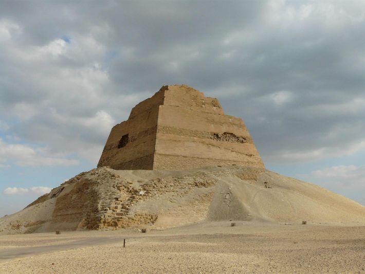 La pyramide de Meidoum.
