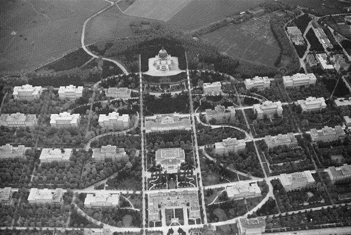 Vue aérienne du Steinhof. Les neuf pavillons du Spiegelgrund se trouvent sur la partie gauche de ...