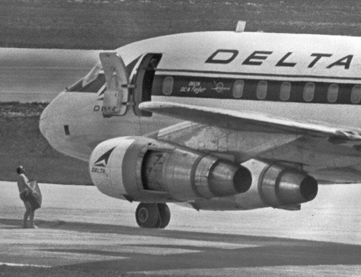 Lors du détournement de l'avion Delta, le 31 Juillet 1971, à l'arrivé à Miami ils ont ...