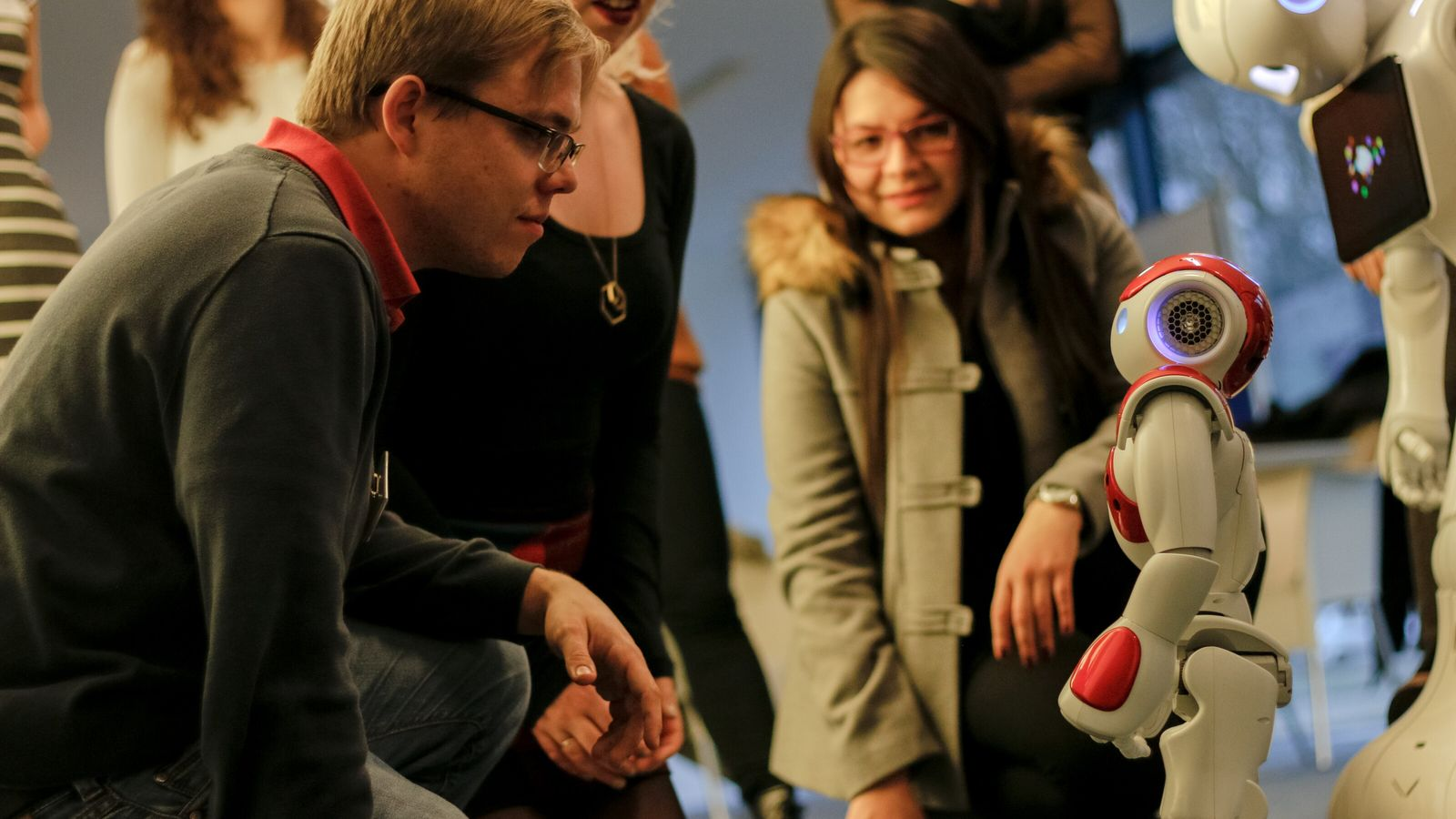 Outre la santé, l'éducation est l'autre grand champ d'expérimentation de la robotique sociale. Le projet ANIMATAS ...