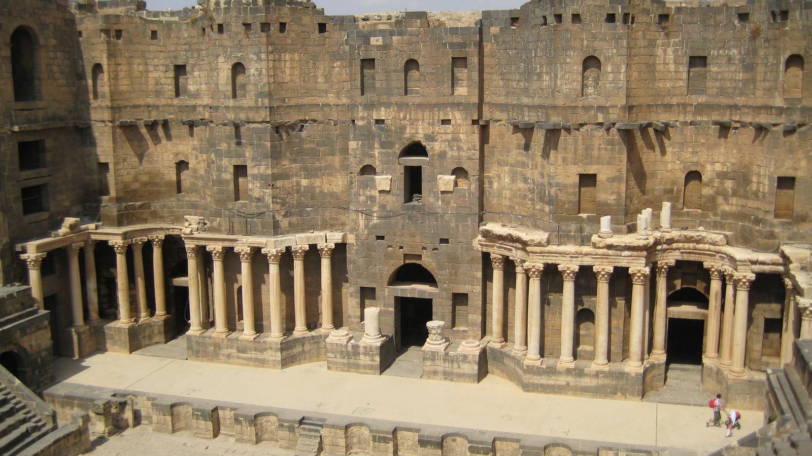 L'intérieur du théâtre romain de Bosra avant d'être endommagé par des bombardements perpétrés par le régime ...