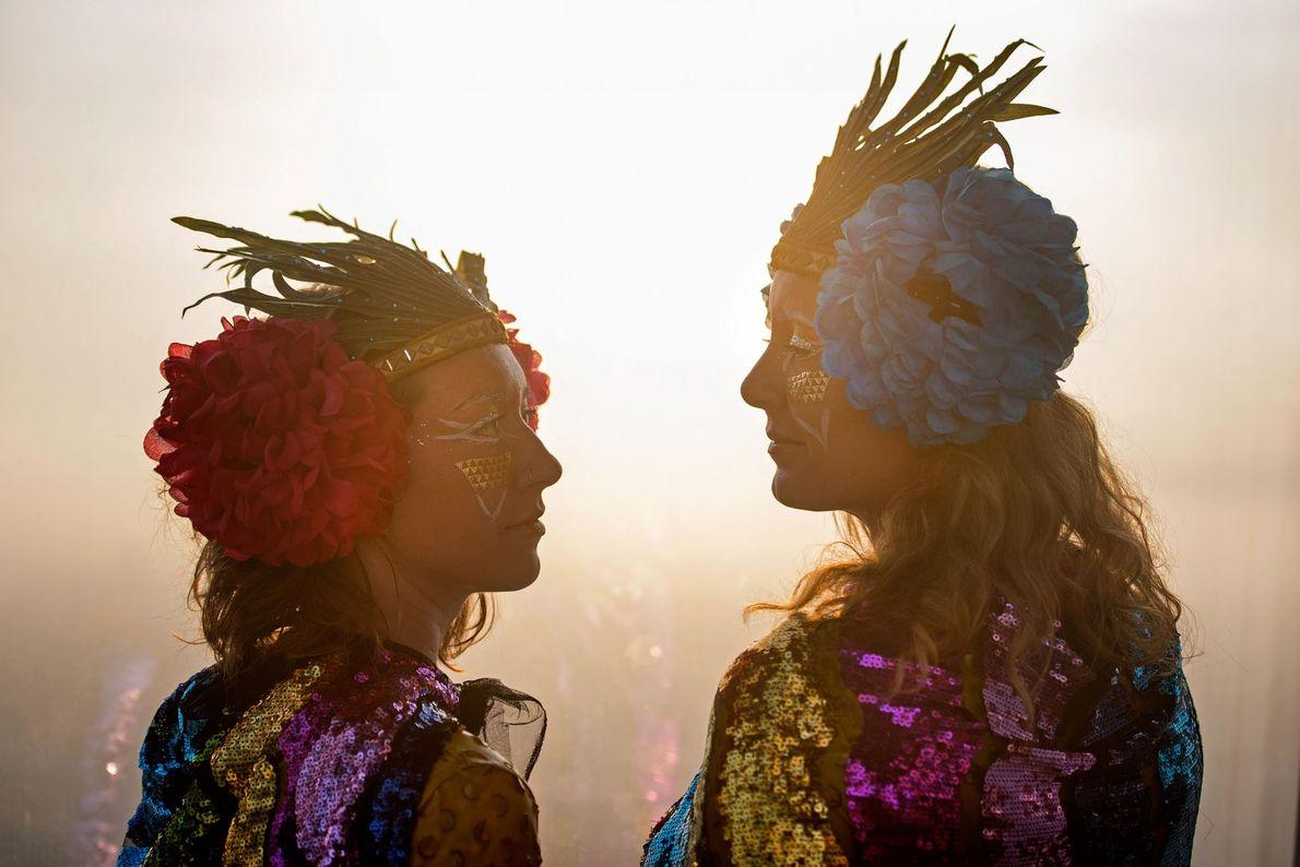 Gaia Harvey-Johnson et Sarah Vero fêtent le solstice d'été 2017 depuis la View from the Shard, ...