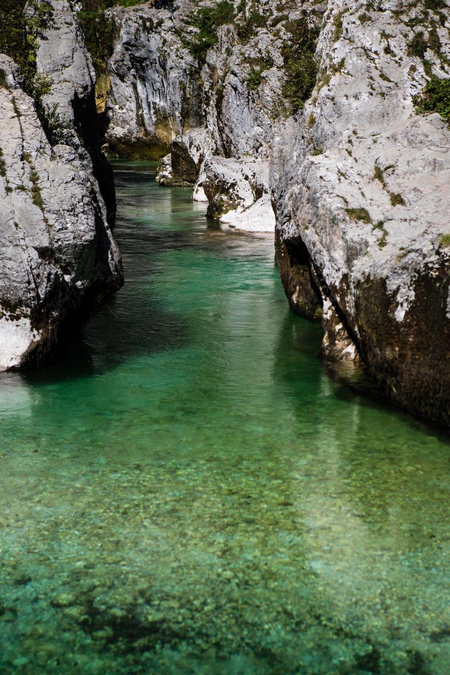 Au fil des millénaires, la Soča a sculpté ce que l'on appelle les grandes gorges de ...