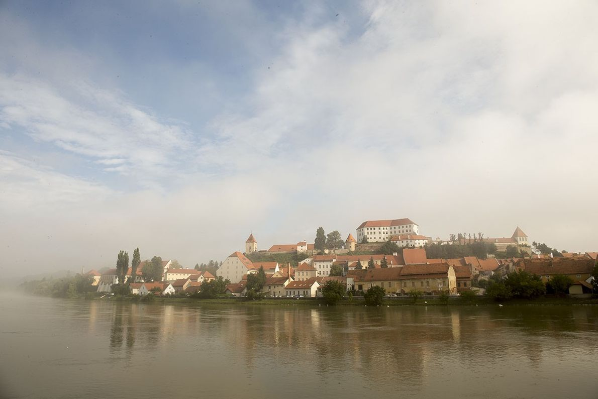 Ptuj est une vieille ville offrant de nouvelles expériences. Son château éponyme, perché sur une colline, ...