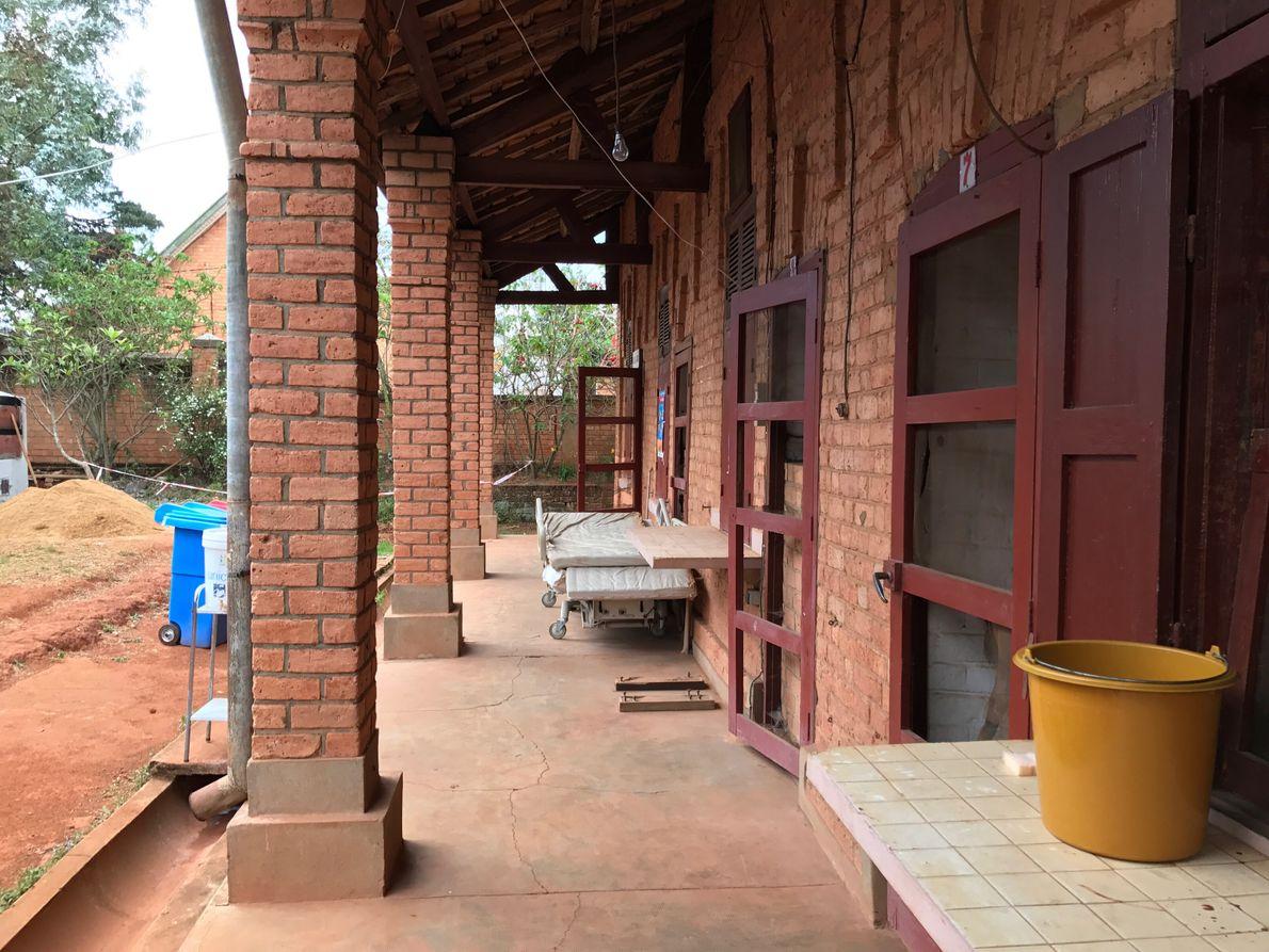 Ce lazaret (hôpital pour pesteux) a été construit en 1929 à Antananarivo, Madagascar. Aujourd'hui il fonctionne ...