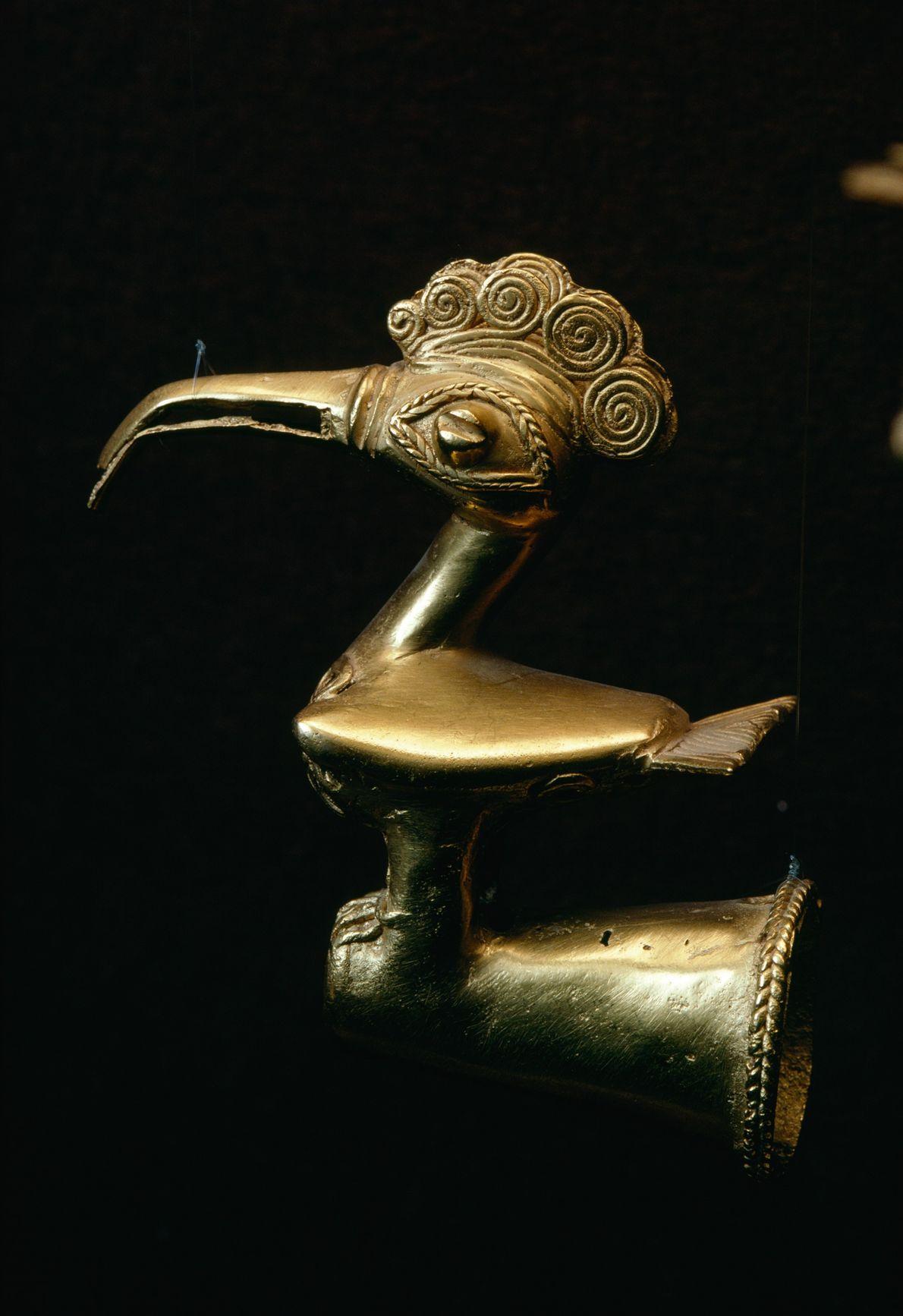 Ce sont certainement des Zenús, civilisation précolombienne, qui ont fabriqué cet oiseau en or à placer ...