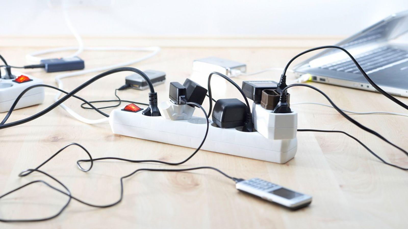 Beaucoup de gadgets et d'outils électroménager continuent de consommer de l'électricité même si ils ne sont ...