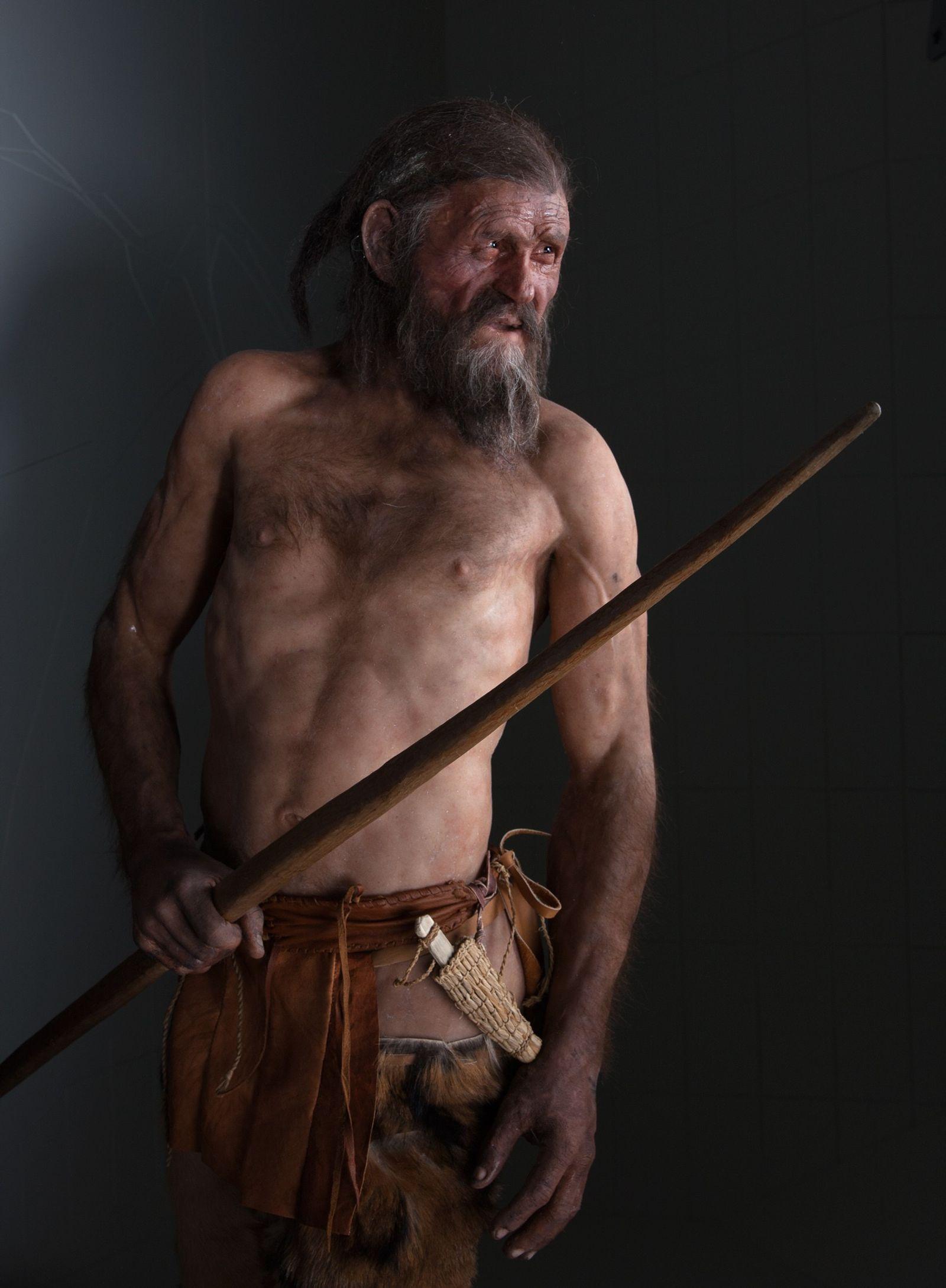 Modèle à taille humaine d'Ötzi, l'Homme des glaces.