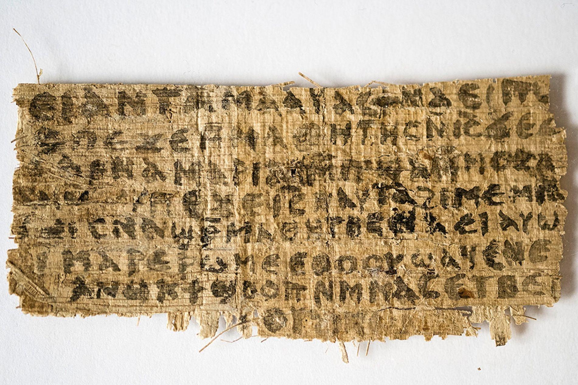 Le fragment de papyrus appartient à un collectionneur privé, et les actes de vente ne remontent ...