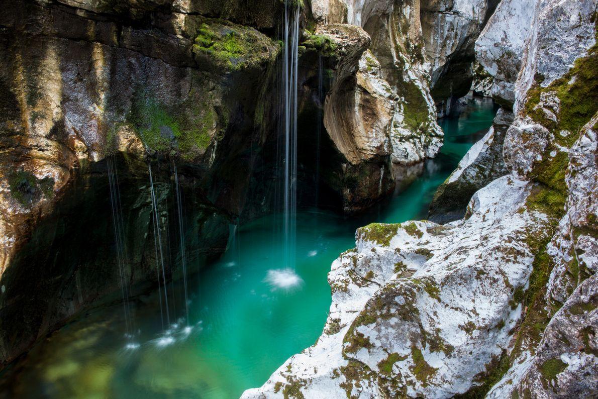 Au cœur de la vallée de la Soča, la grande gorge de la Soča est un ...