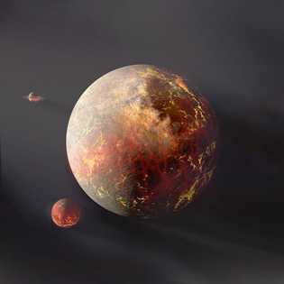 La gravité de la Lune provoque un gonflement de marée sur la Terre, dont la rotation ...